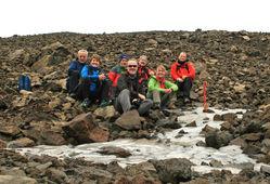 Hópur frá Veðurstofunni fór að skaflinum 21. september þegar þessi mynd var tekin og þá reyndist skaflinn ekki vera nema ~4 x 1 m klaka hella, 0.1 - 0.15 m á þykkt. Skaflinn var svo horfinn viku síðar