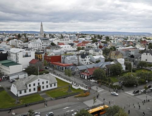 Laun þjóðkjörinna fulltrúa og æðstu embættismanna fryst til áramóta