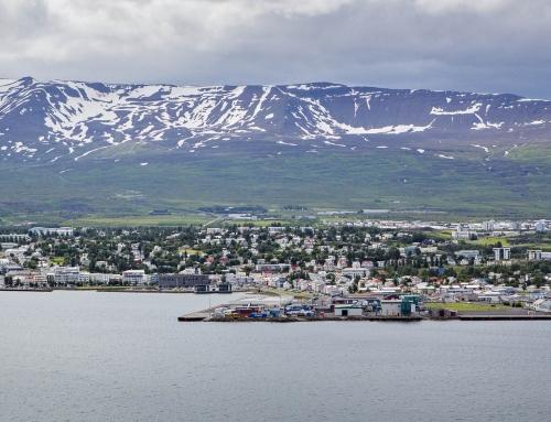 Viðbygging reist við flugstöðina á Akureyri