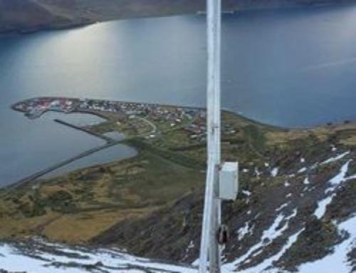 Nýjum snjódýptarmælum komið fyrir í fjallshlíðinni ofan við Flateyri